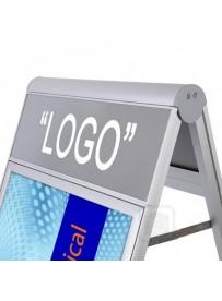 Zákaznický poutač Compasso C1 A2 s plochou pro logotyp