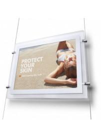 Světelný panel A4 na výšku s bočními úchyty na lanko